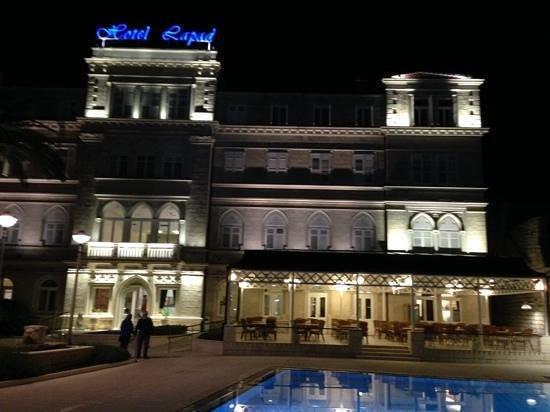 Hotel Lapad: At night!