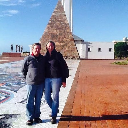 Belvedere Cottages & B&B: Australian Couple at nearby Donkin Pyramid