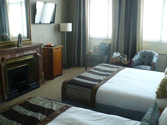 Le Phénix Hotel : Vista parcial do quarto Executive.