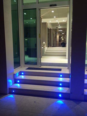 Hotel San Giuliano: ingresso notturno