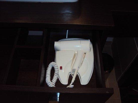 Leonardo Hotel Vienna: hair dryer is supplied