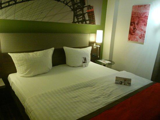 Leonardo Hotel Vienna: great room, great bed