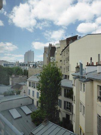 Campanile Paris 14 - Maine Montparnasse : ホテルからの眺望(モンパルナス方面)