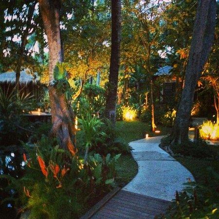 Anantara Rasananda Koh Phangan Villas: The gardens are immaculate.