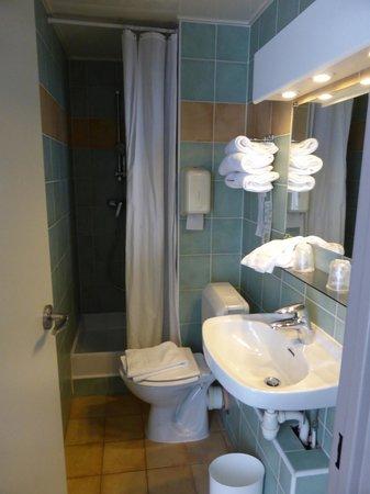 Campanile Paris 14 - Maine Montparnasse : 洗面所/バスルーム