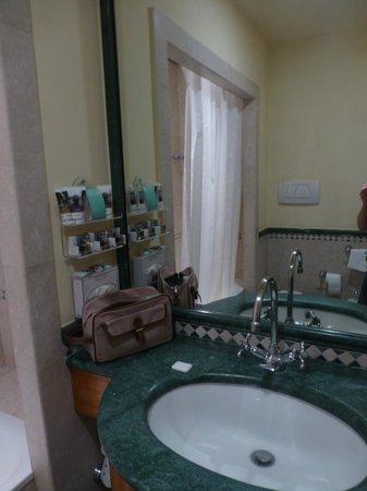 Hotel Siena degli Ulivi: petite salle de bain