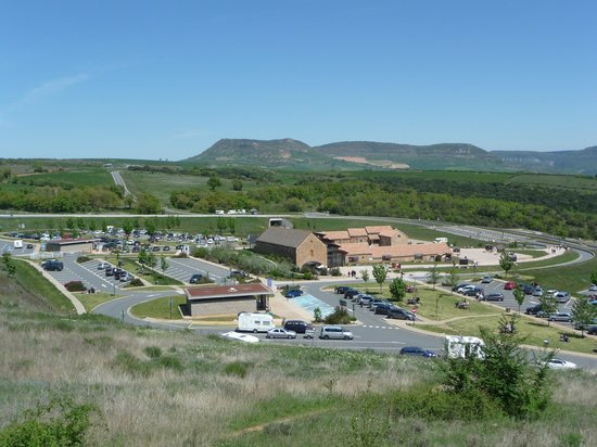 Viadukt von Millau: view of the service area from the path