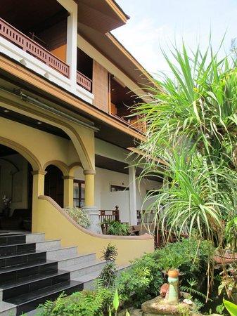 Kanok Buri Resort: Основное здание
