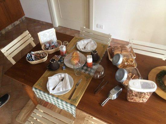 B&B Cristina: la tavola imbandita che i proprietari ci hanno fatto trovare