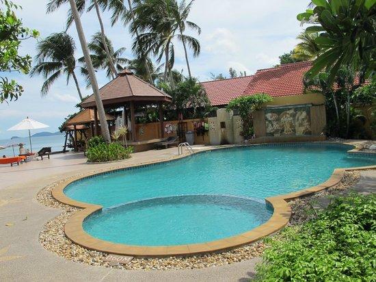 Kanok Buri Resort : Бассейн