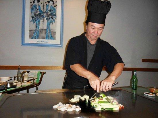 Teppanyaki Bar: The Chef at work