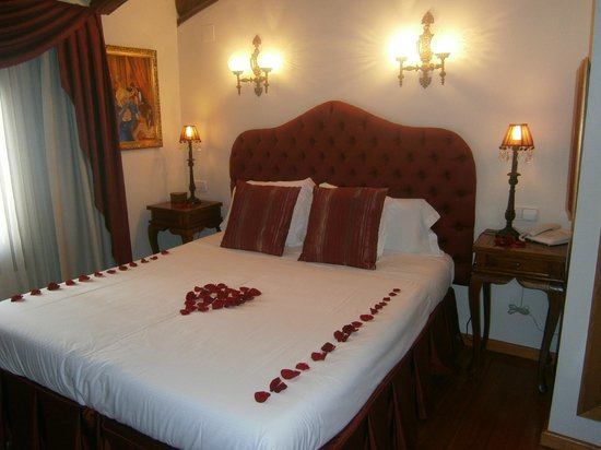 Hotel Abaco Altea: Room Moulin Rouge