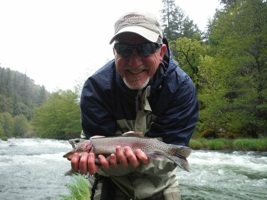 Clearwater Lodge at the Pit River : Rainbow trout on the Pit River
