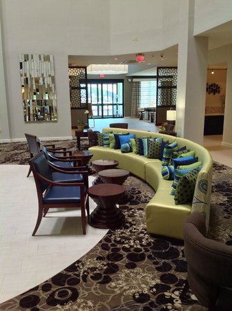 Holiday Inn Hotel & Suites Tupelo North: Bar Lounge Area