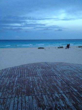 ME Cancun : beach at resort