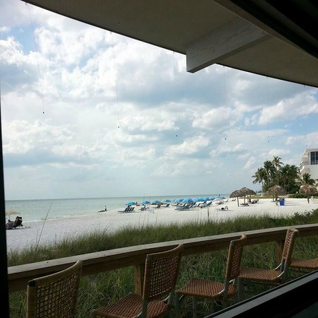 The Naples Beach Hotel & Golf Club: Beach bar