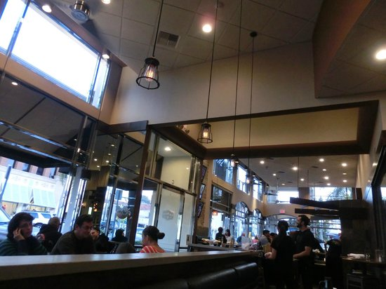 Karl Strauss Brewing Company: inside of the restaurant