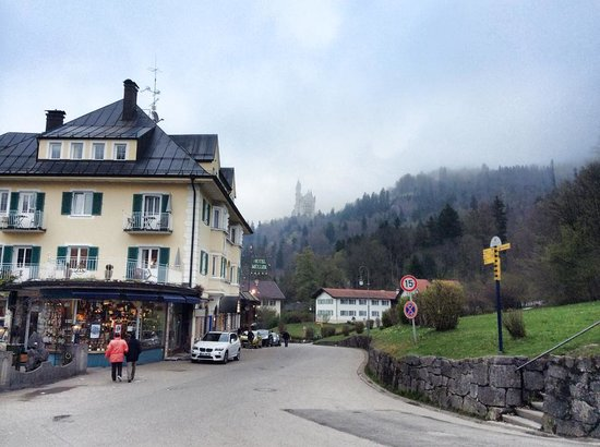 Hotel Müller: View of the castle and the hotel