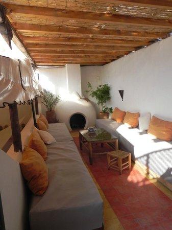 Riad Villa El Arsa: cheminée
