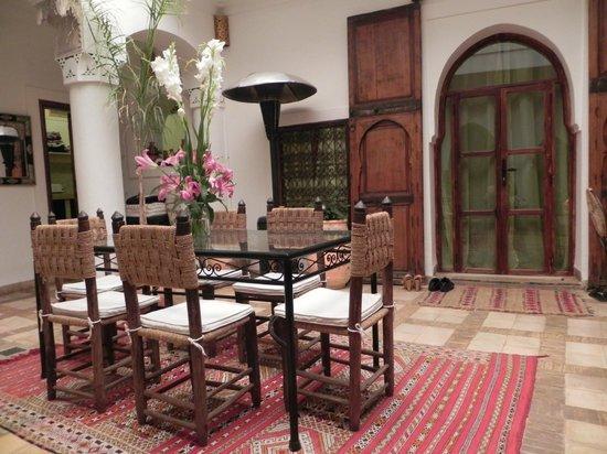 Riad Villa El Arsa: salle a manger