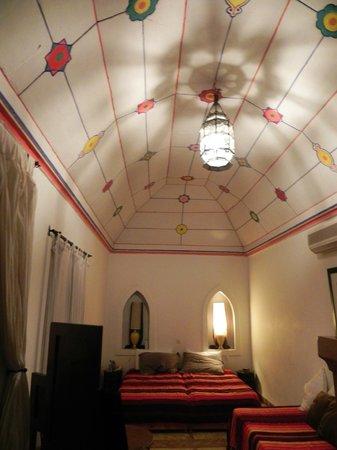 Riad Villa El Arsa: plafond chbre royale