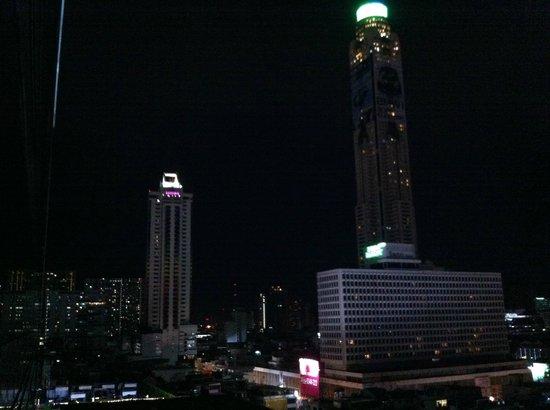 Centara Watergate Pavillion Hotel Bangkok: View at night