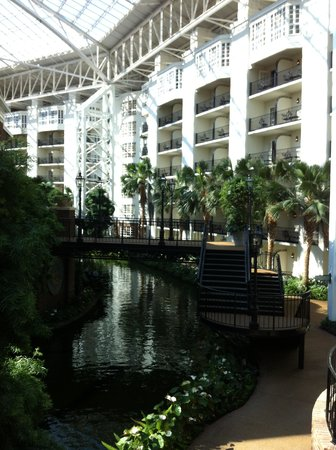 Gaylord Opryland Resort & Convention Center: A river under the roof.