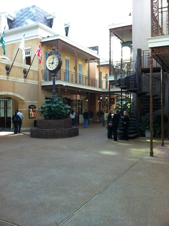 Gaylord Opryland Resort & Convention Center: The city under the roof.