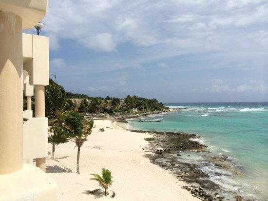 Paamul Hotel: This is a view of the beautiful private beach from our room's balcony