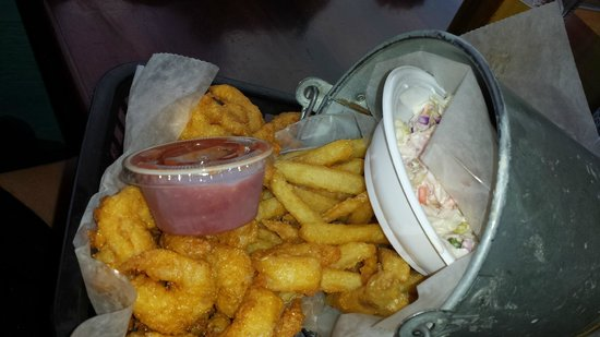Sea Hag's Bar and Grill: fried fish bucket