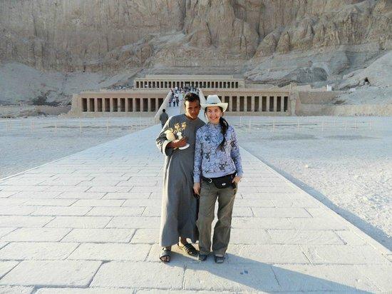 Totentempel der Hatschepsut im Deir-el-Bahari-Tal: Я НИ ЖИНАТ