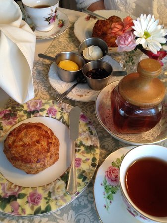 Teaberry's Tea Room: Lavender Lemon Scone