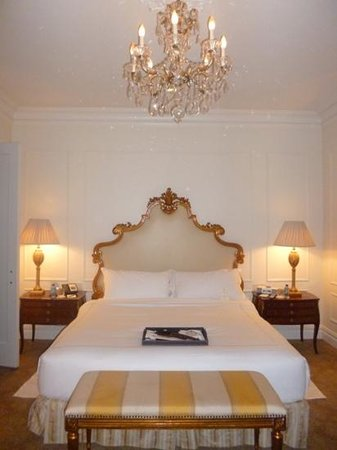 The Plaza: beautiful bedroom