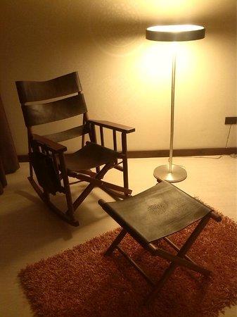 Hotel Autentico: Un maravilloso espacio entra la sala y el dormitorios
