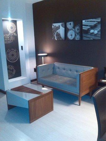 Hotel Autentico: Sala de la Habitacion