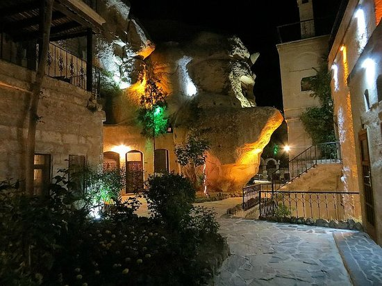 Gamirasu Cave Hotel: At night