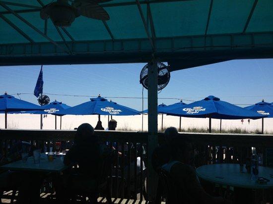 Treasure Bay Resort & Marina: View of the beach from nearby Sloppy Joe's