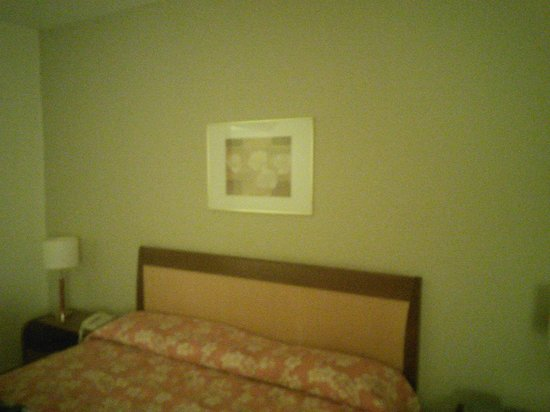 Hotel Panamby Guarulhos: Comfortable bed