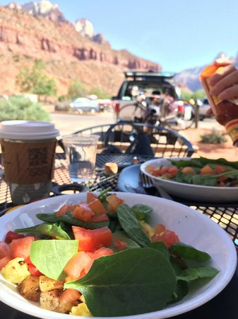 Cafe Soleil: Veggie scramble - outdoor seating