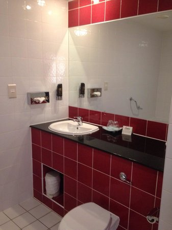 Lough Allen Hotel & Spa: Bathroom suite