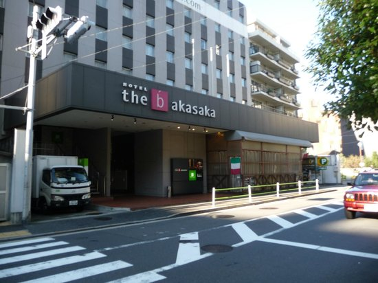the b akasaka: Front view