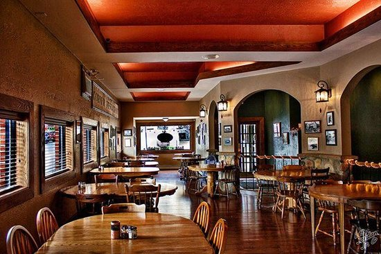 Corner Bistro & Pizza Co : Dining room