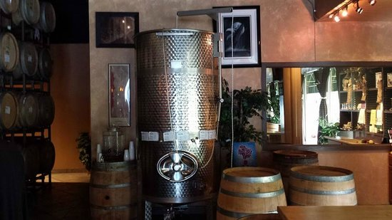 Laguna Canyon Winery: Steel barrel