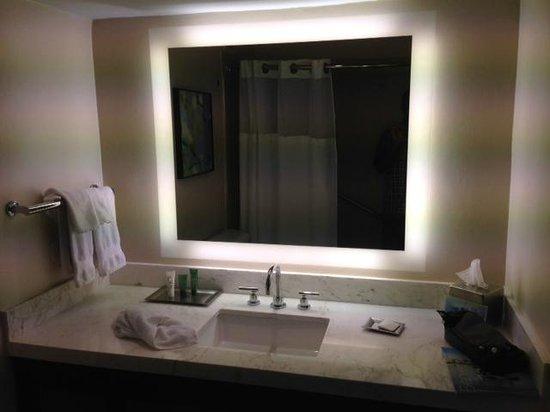 Caribe Hilton San Juan: Bathroom mirror