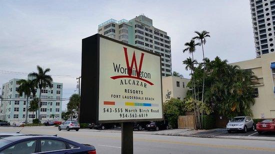Alcazar Resort : Exterior sign