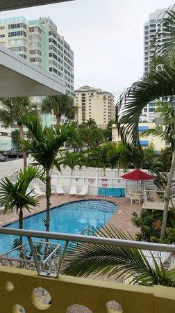 Alcazar Resort: Alcazar pool area
