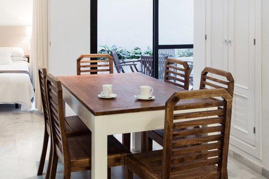 La Casa del Pozo Santo: Comedor/Dining table
