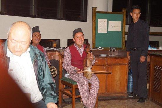 Club Himalaya: ヒマラヤ山脈に囲まれたリゾートホテル