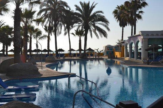 Mediterráneo Park: Meu olhar para a piscina.