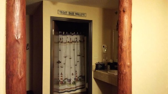 Stoney Creek Hotel & Conference Center - Moline: Bathroom & Sink Area